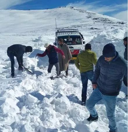 લડાખમાં બરફમાં દબાયેલા ચાર લોકોની લાશ મળી, ગાયબ થયેલા છની શોધખોળ ચાલુ