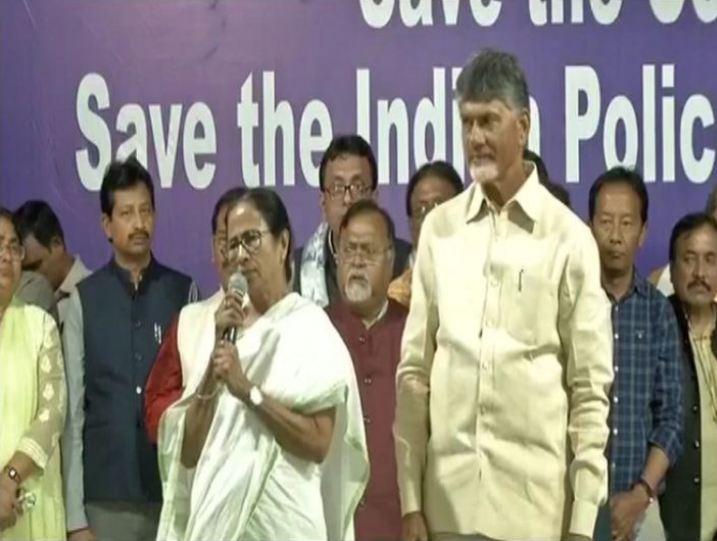 """""""ધરણાં સ્ટંટ"""" સમાપ્ત કરતી વખતે મમતા બેનર્જીનો વાણીવિલાસ, 'પીએમ મોદી રાજીનામું આપી ગુજરાત જતા રહે!'"""