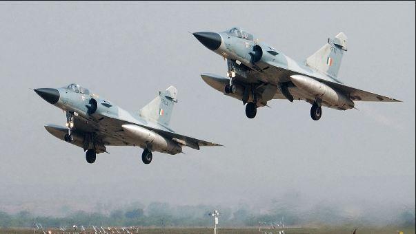 પાકિસ્તાનમાં કેર બનીને ત્રાટકેલા ભારતીય વાયુસેનાના મિરાજ-2000 યુદ્ધવિમાનની ખાસિયતો