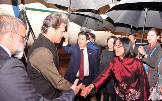 ચીન પહોંચેલા પાક. PMના સ્વાગત માટે કોઈ મોટો અધિકારી ન રહ્યો હાજર, મેયરે કર્યું સ્વાગત!