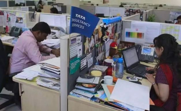 IT સેક્ટરમાં વધી રોજગારની તકો, TCS-ઇન્ફોસિસમાં હાયરિંગ 300% સુધી વધ્યું