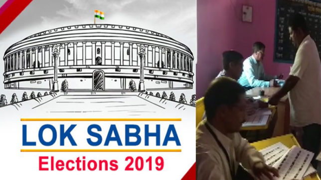 11 states vote in the second phase of Lok Sabha Polls amid EVM glitches