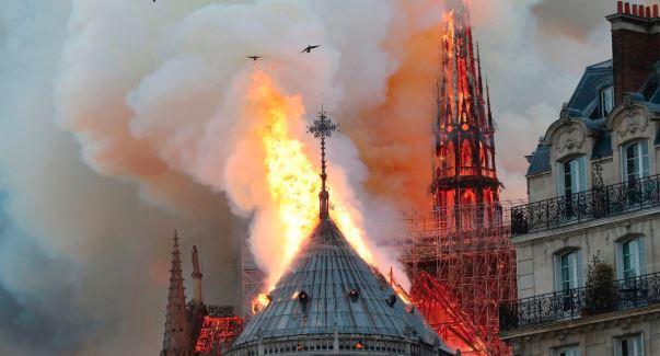 850 વર્ષ જૂના કેથેડ્રલમાં લાગી ભીષણ આગ, જાણો કેમ છે ફ્રાન્સના લોકો માટે ખાસ!