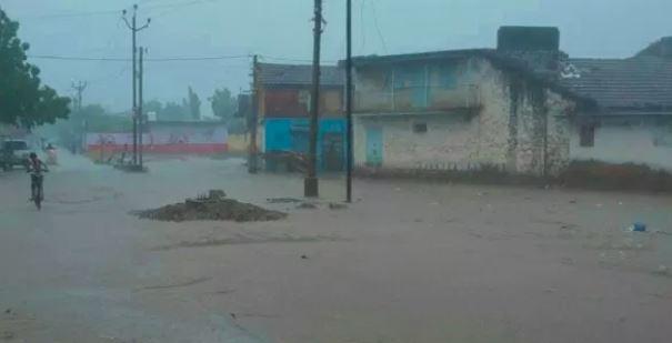 વાયુ વાવાઝોડાએ ગુજરાત તરફ યુટર્ન લેતા ખતરો યથાવતઃ સૌરાષ્ટ્રમાં સતત વરસાદથી તંત્ર ચિંતિત