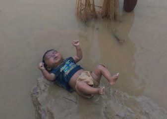 વાયરલ થયેલા બાળકના ફોટોનું સત્યઃડીએમ અને ગ્રામજનોના અલગ-અલગ દાવાઓ