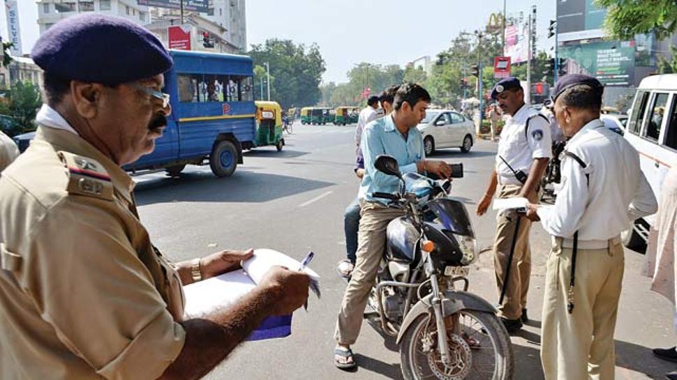 અમદાવાદમાં ટ્રાફિક નિયમનો ભંગ કરનારા વાહન ચાલકો દંડની રકમ ભરવામાં નીરસ
