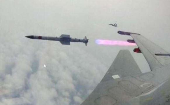 દુશ્મન વિમાનને 70 કિલોમીટર દૂરથી ઉડાવી દેશે મિસાઈલ અસ્ત્ર, ડીઆરડીઓએ કર્યું સફળ પરીક્ષણ