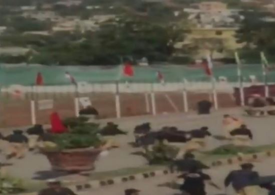 જુઓ VIDEO: પાકિસ્તાની પોલીસનો PoKમાં અત્યાચાર, લાઠીચાર્જમાં 2નાં મોત, અનેક ઘાયલ