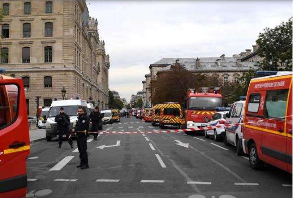 Paris police attack: હુમલાખોરે 18 માસ પહેલા અંગિકાર કર્યો હતો ઈસ્લામ, પોલીસ મુખ્યમથકમાં જ કરતો હતો કામ