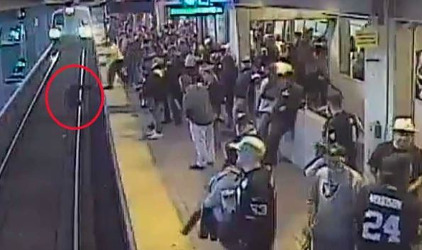 VIRAL VIDEO: રેલવેના ટ્રેક પર અચાનક પડ્યો શખ્સ, પૂરપાટ ટ્રેન આવી અને પછી…