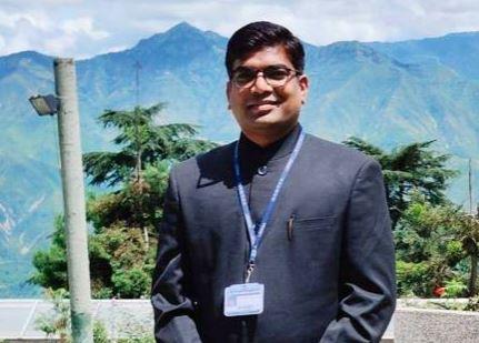4 વાર UPSCમાં નિષ્ફળ થયા બાદ 5મા પ્રયત્ને સફળતા મેળવનાર IAS ઓફિસર રિયાઝની રસપ્રદ કહાનિ