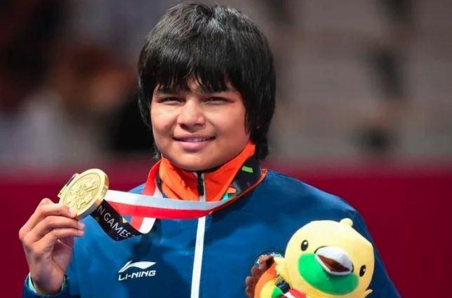એશિયન ચેમ્પિયનશિપ: ભારતનો ડંકો, મહિલા પહેલવાન દિવ્યા કાકરાને જીત્યો ગોલ્ડ મેડલ