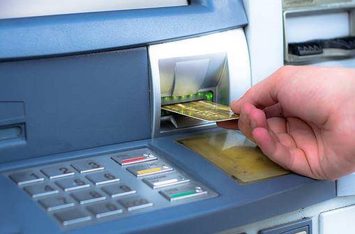 ATMથી પણ ફેલાઇ છે ઘાતક કોરોના વાઇરસ, રૂપિયા ઉપાડતી વખતે રાખો આ બાબતની સાવચેતી