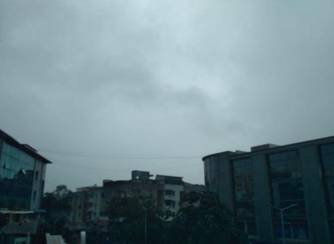 દક્ષિણ ગુજરાત અને સૌરાષ્ટ્રના વાતાવરણમાં આવ્યો પલટો, નવસારીમાં પડ્યો કમોસમી વરસાદ