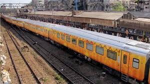 મુંબઈ-અમદાવાદ વચ્ચે ચાલતી તેજસ ટ્રેનનું બુકિંગ શરુ – 17 થી શરુ થતી આ ટ્રેનયાત્રામાં ફેસ શીલ્ડ ફરજીયાત