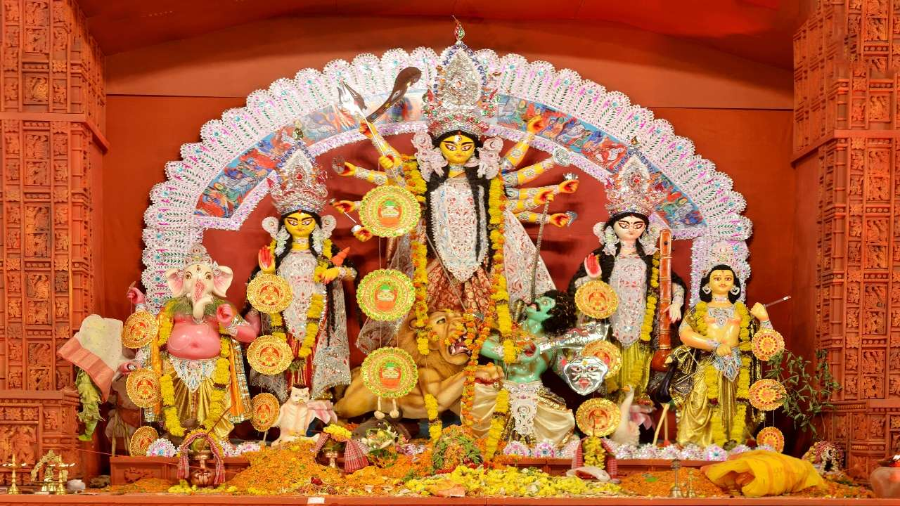 """Calcutta High Court Orders Durga Puja Pandals to be Declared """"No Entry Zones"""" for Devotees"""