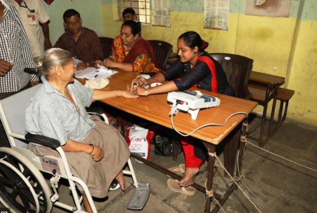 ચૂંટણીપંચનો પ્રજાલક્ષી નિર્ણય: પેટાચૂંટણીમાં ગુજરાતમાં પ્રથમવાર દિવ્યાંગ-વૃદ્વો ઘરેથી મતદાન કરી શકશે