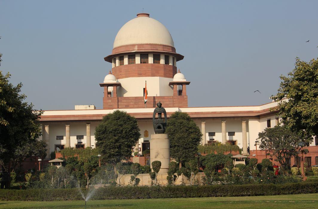 """Supreme Court Raps Centre for """"Evasive"""" Response in COVID-19 Reporting"""