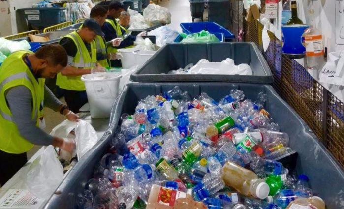 નવતર પ્રયોગ: આ શહેરમાં સુકો કચરો આપો અને ઘરે નિ:શુલ્ક દૂધ-બ્રેડ અને દાળ લઇ જાઓ
