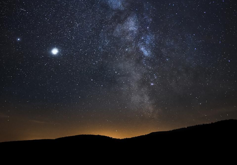સૌરમંડળની અજીબોગરીબ ઘટના: આજે નજીક રહેશે ગુરુ અને શનિનો ગ્રહ અને વર્ષનો સૌથી નાનો દિવસ