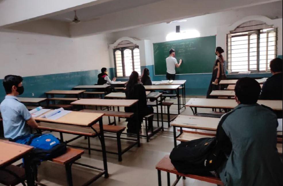 ગુજરાતની સ્કૂલોમાં ચાલુ વર્ષે ઉનાળુ વેકેશન લાંબુ નહીં રખાય ?