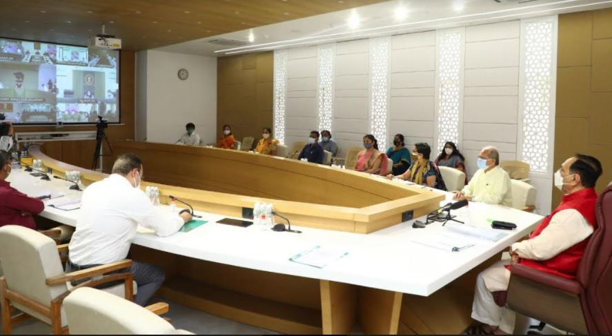 ગુજરાતઃ 77 આઈએએસ અધિકારીઓની સાગમટે બદલી