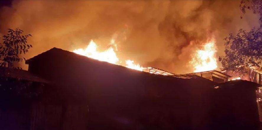 જમ્મુ-કાશ્મીર: બારામુલામાં ભીષણ આગ લાગતા મચી અફરાતફરી