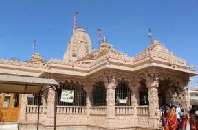 entry-gate-for-darshan