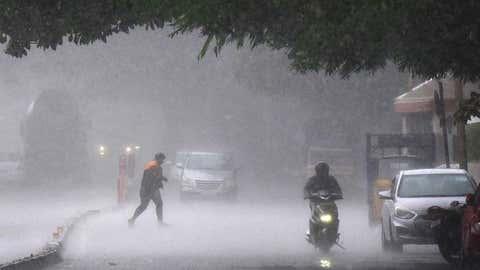 દિલ્હીમાં બે દિવસ પવનના સુસવાટા સાથે ભારે વરસાદ થશે,હવામાન વિભાગે ઓરેન્જ એલર્ટ જારી કર્યું