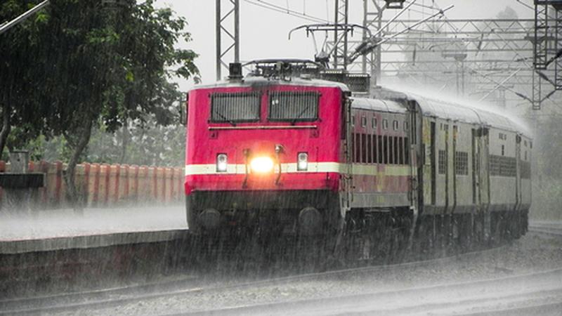 સૌરાષ્ટ્રમાં ભારે વરસાદને લીધે એસટીની 922 ટ્રિપ રદઃ ટ્રેન વ્યવહારને પણ અસર