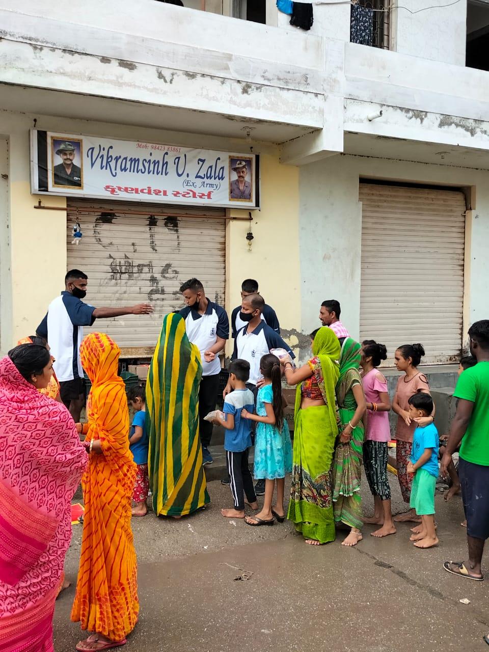 INS વાલસુરા દ્વારા જામનગર ખાતે માનવ સહાય અને આપત્તિ રાહત કામગીરીઓ હાથ ધરવામાં આવી