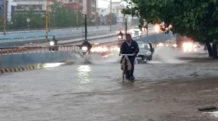 ગુજરાતમાં મેઘમહેરઃ અમદાવાદમાં ધોધમાર વરસાદ, 5 દિવસ સાર્વત્રિક વરસાદની આગાહી